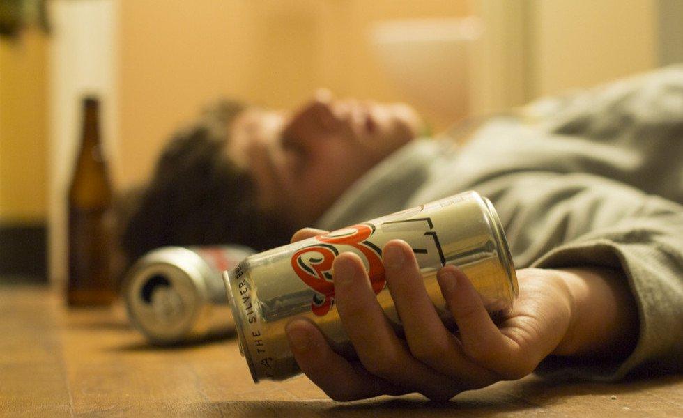 Cos'è il Binge drinking e perchè sta facendo morire tanti giovani