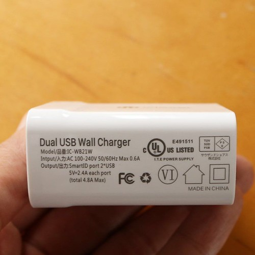Dual USB Wall Chargerです。