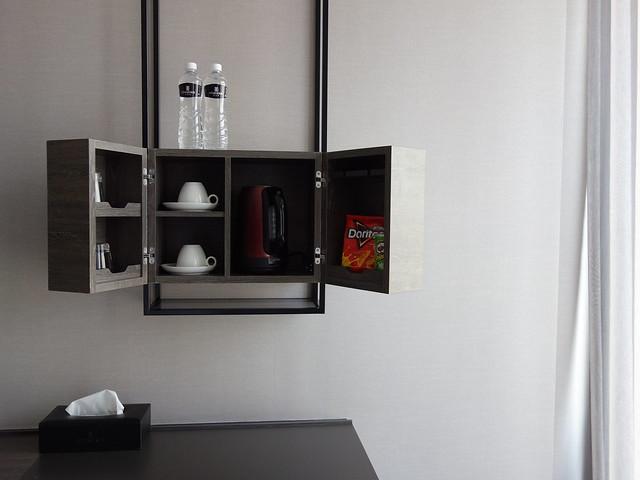 房內的minibar點心與快煮壺@高雄喜達絲飯店