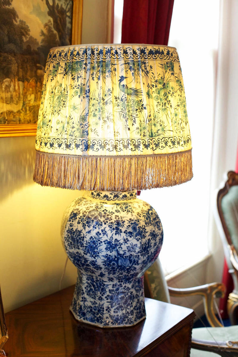 Lamp donated by Queen Wilhelmina in House Doorn. Credit Sebastiaan ter Burg