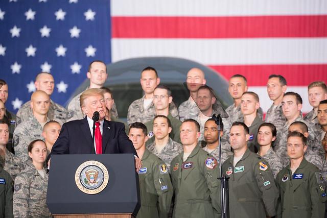 """Trump proíbe entrada de venezuelanos nos EUA alegando """"questões de segurança"""""""