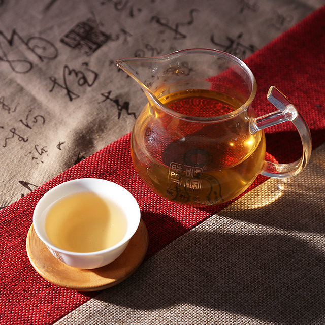 Free Shipping 2015 Chen Sheng Hao (BaWang King Green Cake) Beeng 357g Yunnan Meng Hai Organic Pu'er Raw Tea Sheng Cha Weight Loss Slim Beauty