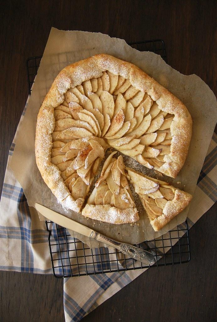 Coconut apple coconut galette / Galette de coco e maçã