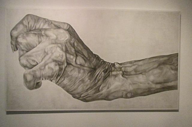 木下晋《掌握》(2011年) 以下2枚、ヨコハマトリエンナーレ2017展示風景