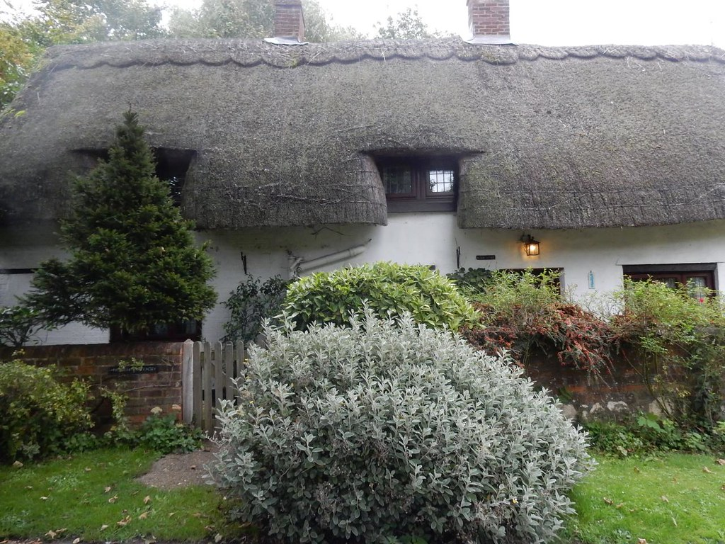 Thatched cottage Aylesbury Vale PW to Aylesbury