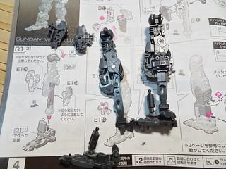 腳部骨架以及部分裝甲