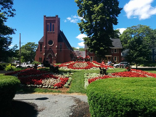 St. Peter's across Rochford Square #pei #princeedwardisland #charlottetown #stpetersanglicancathedral #rochfordsquare #latergram