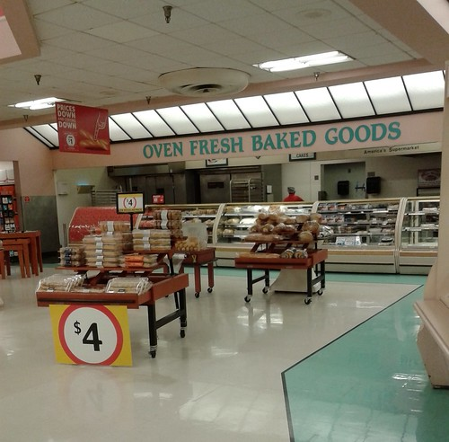 winndixie marketplace retail store supermarket grocery 90s 80s pastel fortpierce stluciecounty florida bakery