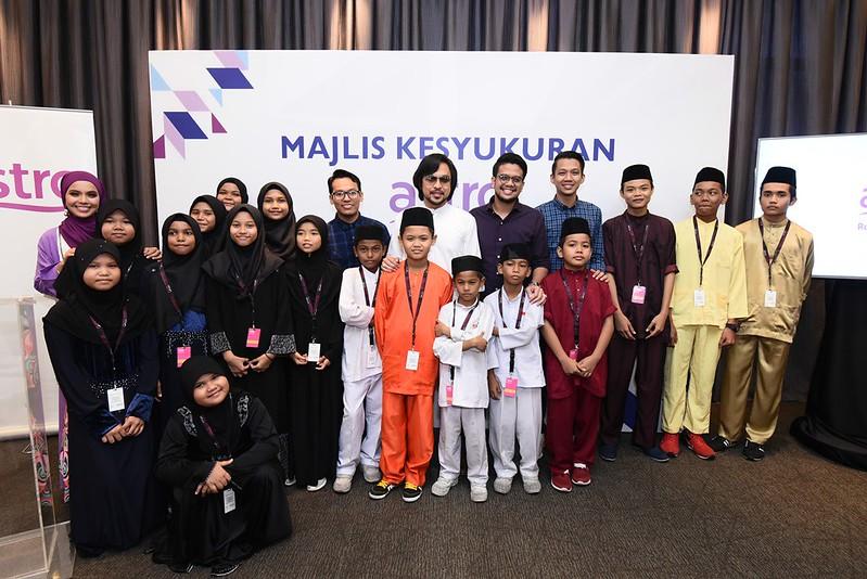 Barisan Penyampai Bersama Tetamu Istimewa Sempena Majlis Kesyukuran Pengisian Baharu Astro Radio Berteraskan Gaya Hidup Muslim Moden Kontemporari