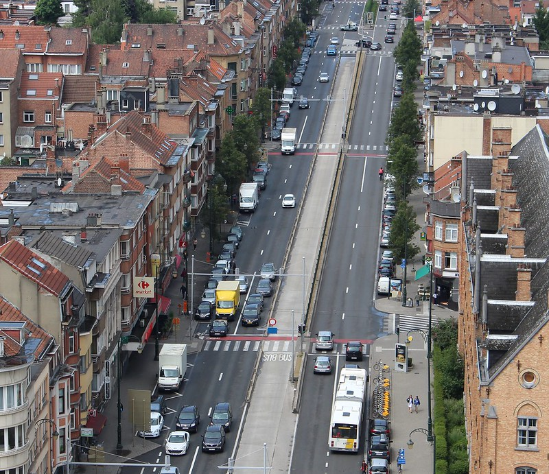 Brussels street - bus lane in middle