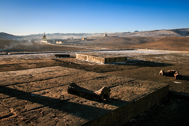 Sky burial area in Yarchen Gar, アチェンガルゴンパの鳥葬場