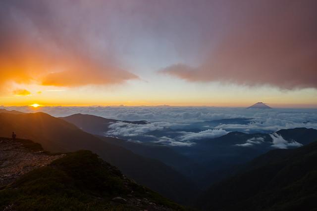 日が昇る・・・富士山と雲海