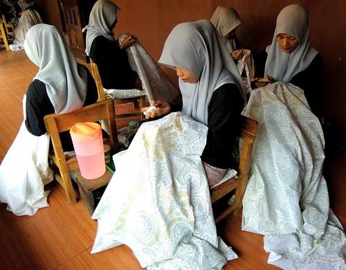 Proses membatik batik tulis