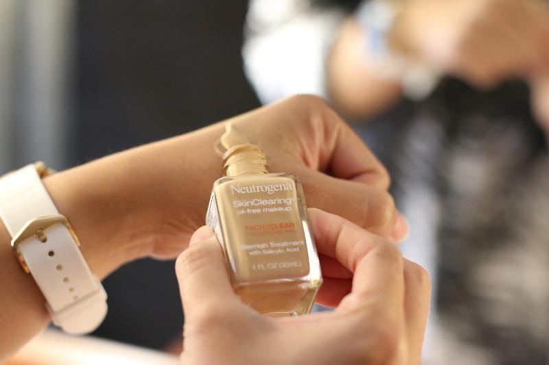 neutrogena-skinclearing-liquid-foundation-3