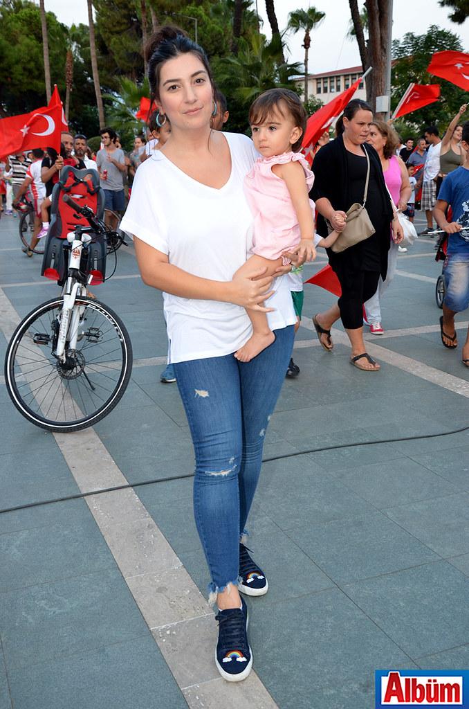 Modacı Gizem Gündoğan ve kızı da coşkulu kutlamaya katılanlar arasındaydı.