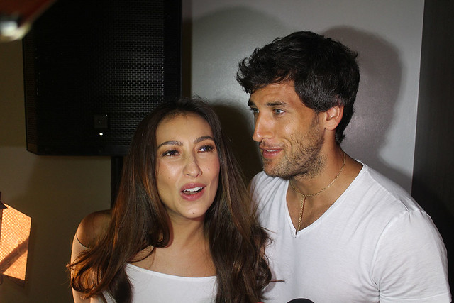 Solenn Heussaff Nico Bolzico Duane Bacon Kenny Rogers Chicken Food Garlic Butter 7