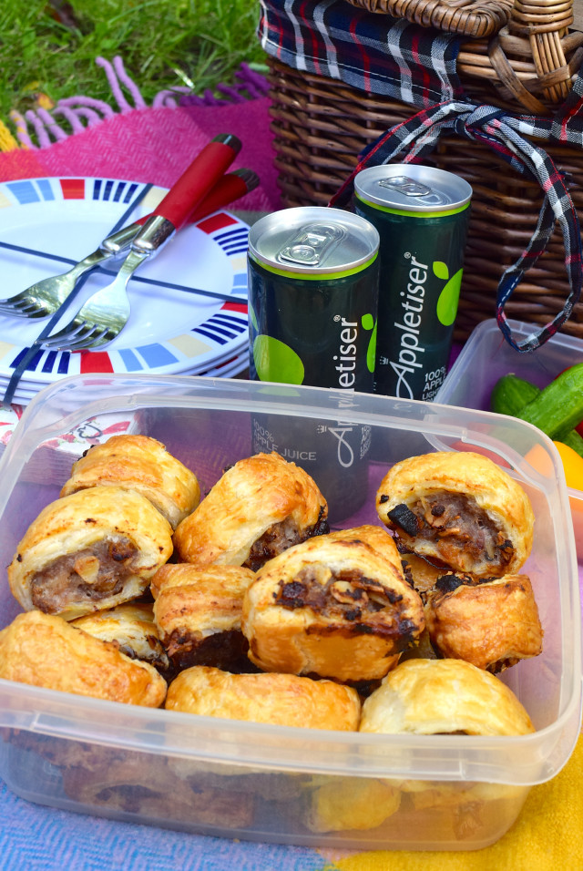 Homemade Sausage Rolls | www.rachelphipps.com @rachelphipps