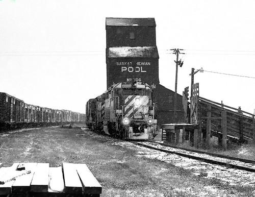 train rail railroad railway canadianpacific canadianpacificrailway woodmountain sk saskatchewan sask snow elevator