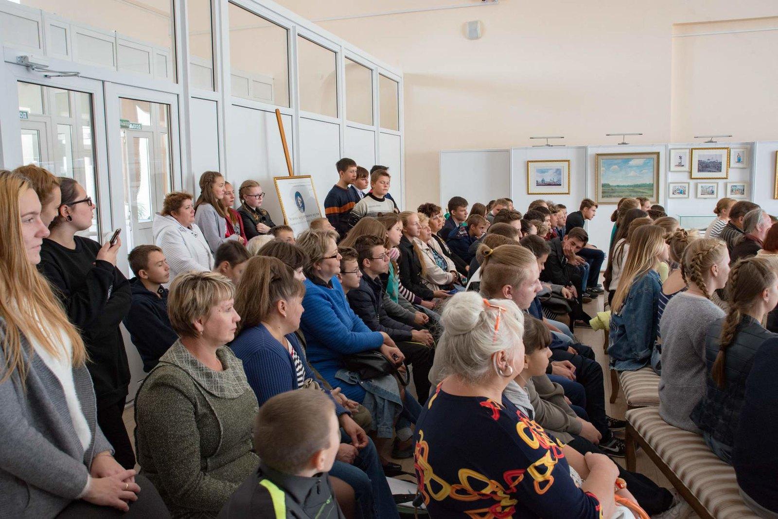 гости международного фестиваля Русской традиционной культуры Жар - птица в Тарханах