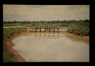 Secondary Canal And Control Gate = 二次潅漑水路と調節水門