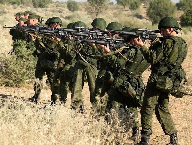 Ο Ρωσικός Στρατός εδώ και δεκαετίας φρόντισε να εφοδιάσει τις Ομάδες Πεζικού του με όπλα διαμετρήματος 7,62Χ54R όπως το Dragunov SVD και το PKM, διατηρώντας παράλληλα το 5,45Χ39 ώς το κύριο διαμέτρημα του όγκου των τυφεκίων του. Παρόλα αυτά οι Ειδικές Δυνάμεις διατήρησαν στις δεξαμενές οπλισμού τους και παλαιότερα τυφέκια ΑΚΜ 7,62Χ39 για χρήση κατά περίπτωση