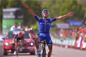 Julian-Alaphilippe-Vuelta-a-Espana-_Tim-De-Waele-300x200