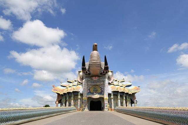 泰國東北彩象廟 Wat Ban Rai