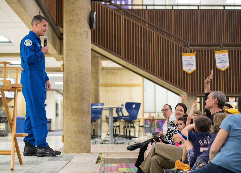 Arlington Career Center >> Astronaut Shane Kimbrough At Arlington Career Center Nhq2