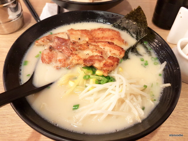 Fried Chicken Cutlet with Ramen in Pork Bone Soup (香煎雞扒拉麵)