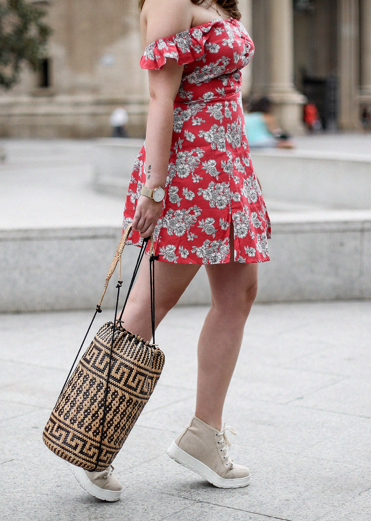 vestido-hombros-al-aire-asos-mochila-ratan-zaragoza-travel