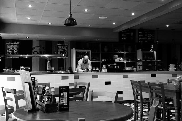 Aros am gwsmer / Waiting for a customer
