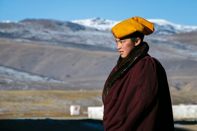 A beautiful nun in Yarchen Gar アチェンガルゴンパの美人な尼さん