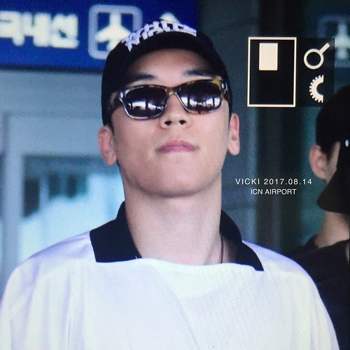 Seungri Arrival from Bali 2017-08-14 (13)