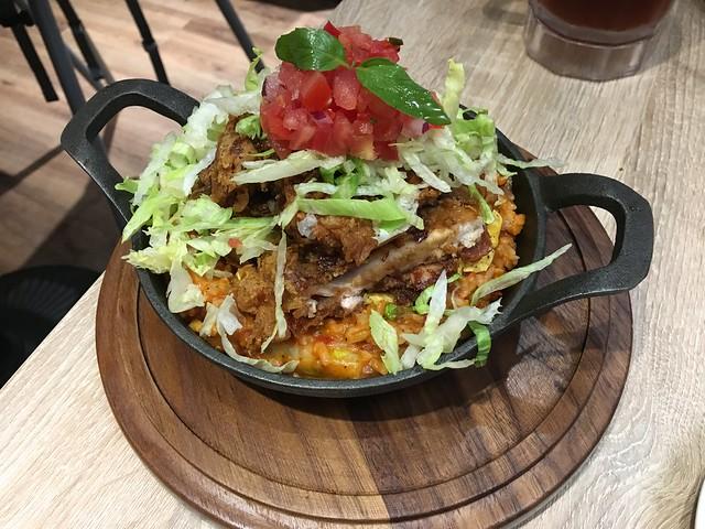 辣味歐姆蛋轟炸雞腿飯@the chips美式餐廳板橋車站店
