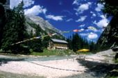 """Bilderbuch-Berghütte Reintalanger Hütte am """"alten Weg zur Zugspitze"""". Foto: Charly Wehrle."""