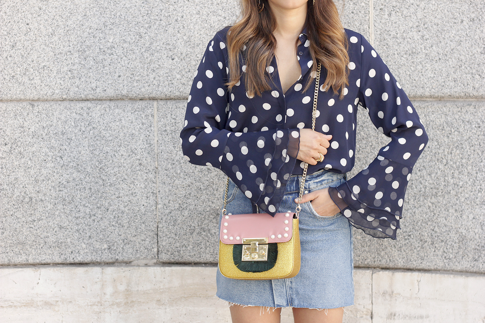Polka dots shirt uterqüe bolso denim skirt girl outfit fashion15