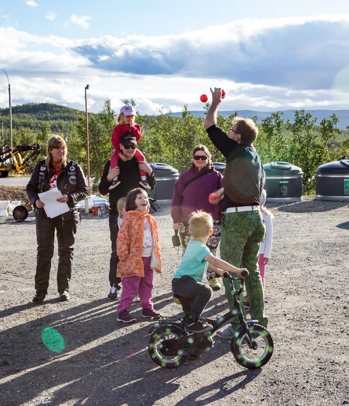motoristit koulukiusaamista vastaan mkkv lappi lapland tour 2017 tunturi-lappi kilpisjärvi biker taikuri luttinen luikuri tattinen pallotemppu jonglööraus jonglöörata jonglööri jonglööripallot (1 of 1)