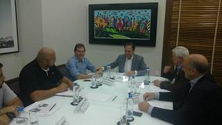 Início de obras de unidades habitacionais é discutida em reunião