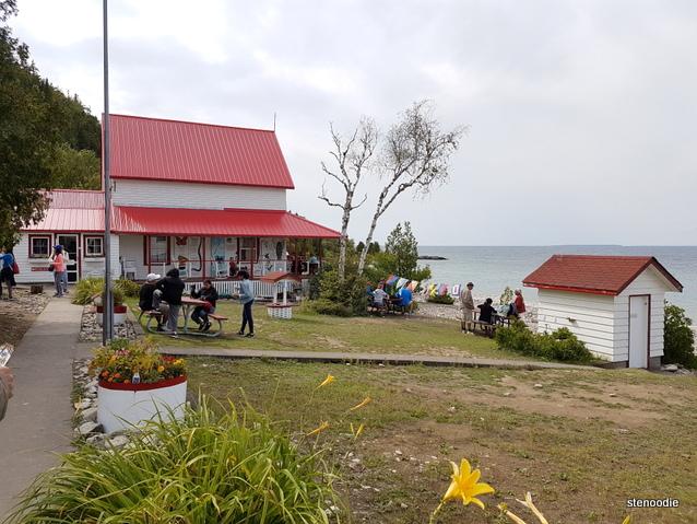 houses on Flowerpot Island