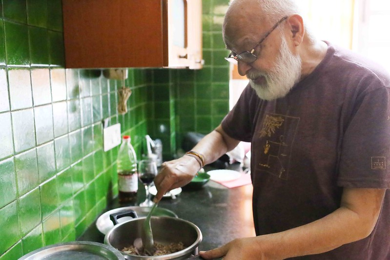 Julia Child in Delhi – Author Pushpesh Pant Makes His Cool Khichri, Gurgaon