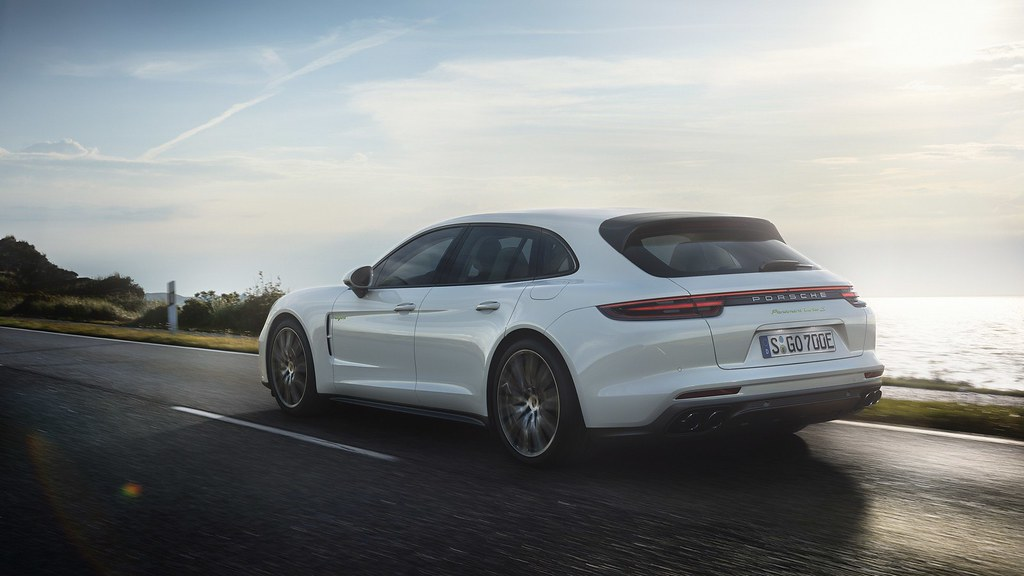 Porsche-Panamera-Turbo-S-E-Hybrid-Sport-Turismo-2