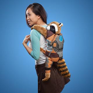 就讓火箭浣熊依偎在你的背上吧!!ThinkGeek 星際異攻隊【火箭浣熊後背包好夥伴】Rocket Raccoon Backpack Buddy