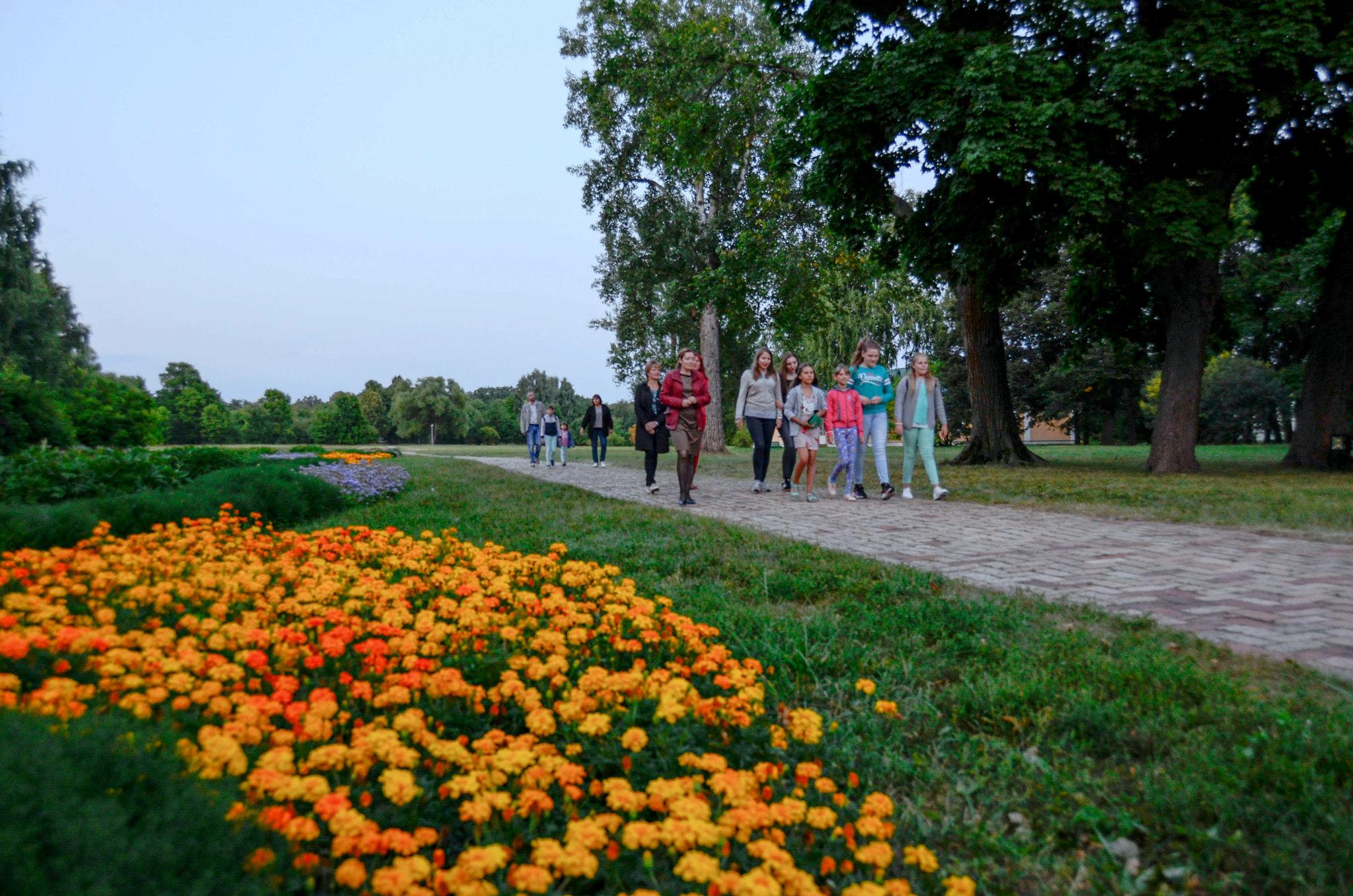 экскурсия по территории Тархан с сотрудником музея Е.И. Шубениной