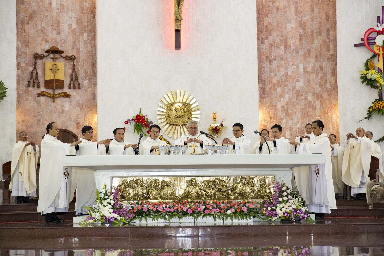Giáo phận Bà Rịa: Thánh lễ Truyền chức Linh mục 2017 - Ảnh minh hoạ 18