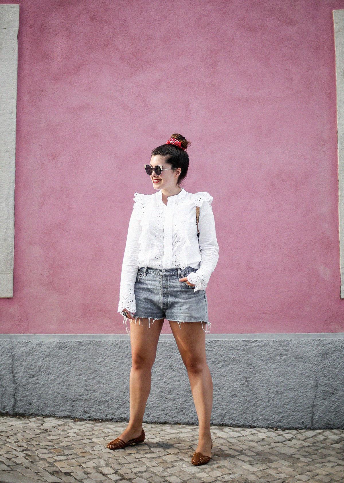 pañuelo-cabe-zacamisa-volantes-shorts-levis-outfit-myblueberrynighsblog-lisboa
