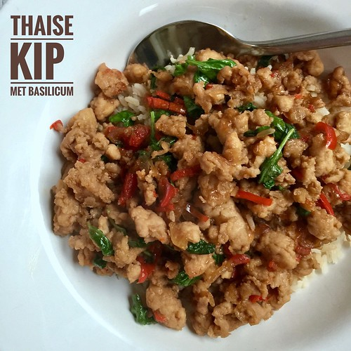Thaise kip met basilicum