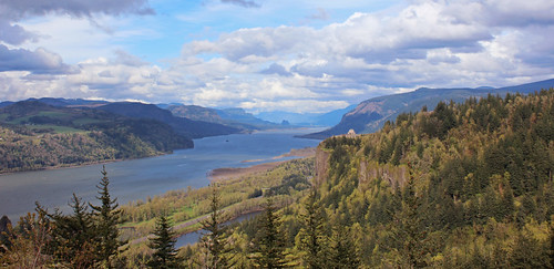 columbia river gorge washington oregon or april 2017 landscape canyon crown point vista house