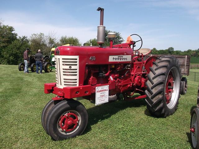 1957 Farmall type 450 tractor, Fujifilm FinePix AV200