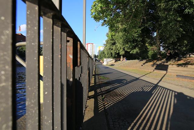 Schatten am Märkischen Ufer/Platz