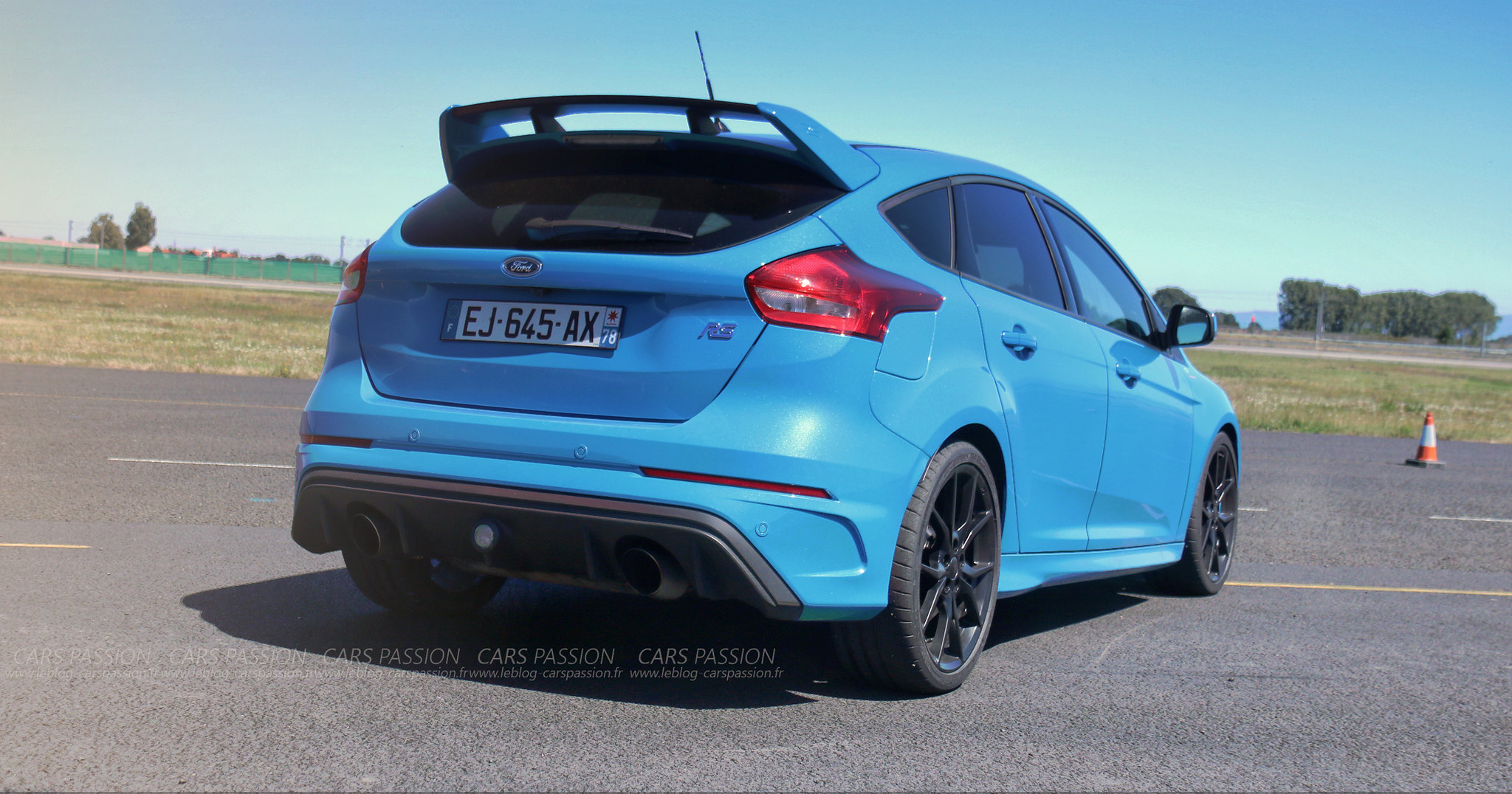 1-Ford-FOCUS-rs-2-2017-track4